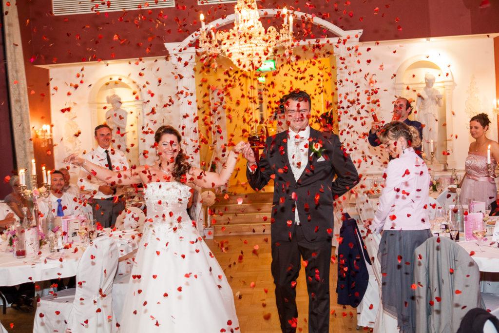 Brautpaar im Herzregen