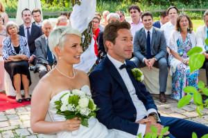 Hochzeitsfoto mit Brautpaar bei der Trauung