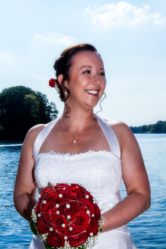Hochzeitsfoto von der stolzen Braut