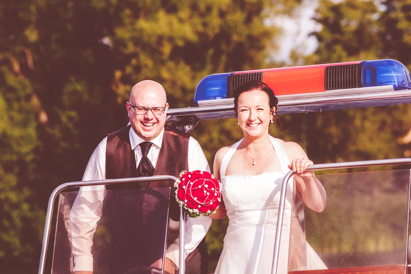 Hochzeitsfoto mit Brautpaar und Boot