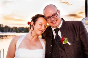 Hochzeitsfoto mit Brautpaar im Sonnenuntergang